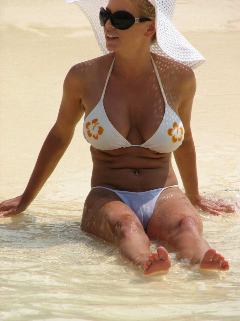 see through pussy beach